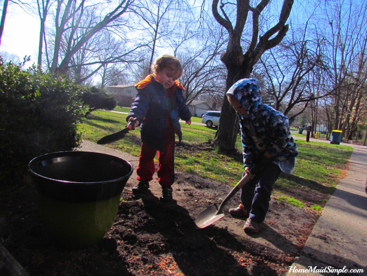 Kids love helping in the garden #LoveYourLawn #ad