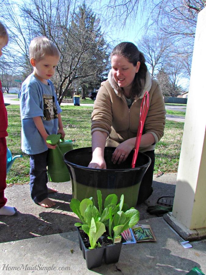 Help kids plant a veggie garden #LoveYourLawn #ad