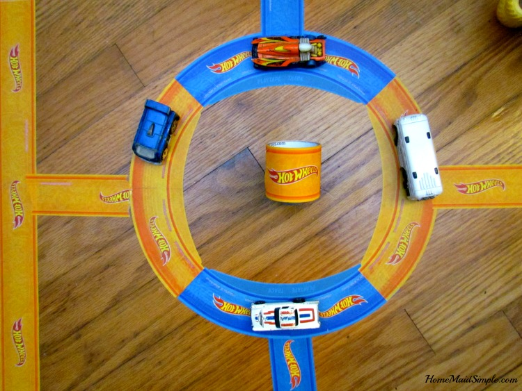 PlayTape® curves make the perfect roundabout. ad